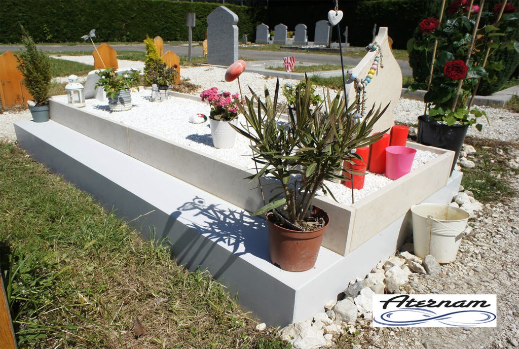 Semelle funéraire savoyarde, Granit Liquide Annecy