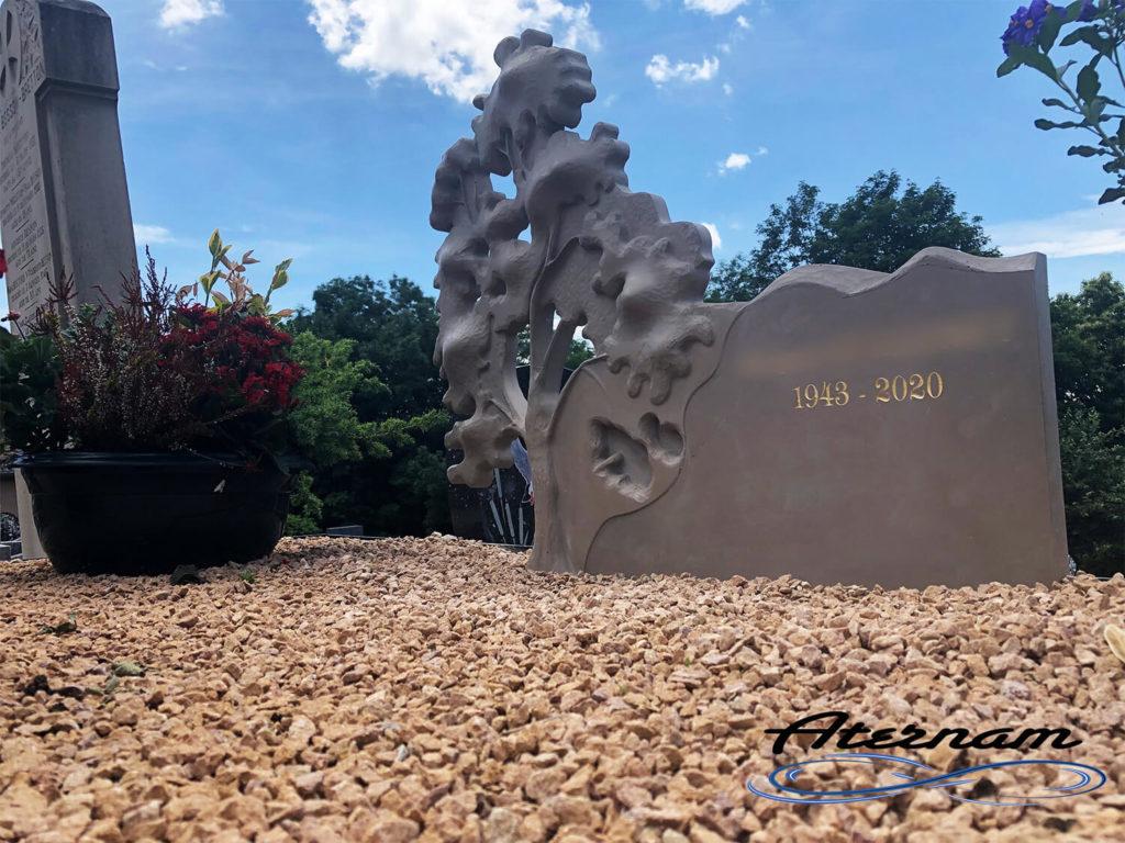Stèle funéraire granit liquide
